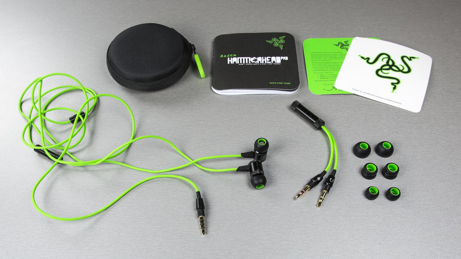 Komplektis on lisaks Hammerhead Pro kõrvaklappidele ka kandevutlar, juhend, Razeri logoga kleeps, heli/mikrofoni jagamiskaabel ning kokku neljas erinevas mõõdus kummiotsikud.