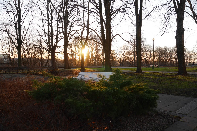 f/5.4 1/100 sek ISO 200, isegi pildistades otse päikesesse, ei teki ääretult suurt valget ülepõlenud laiku keset pilti