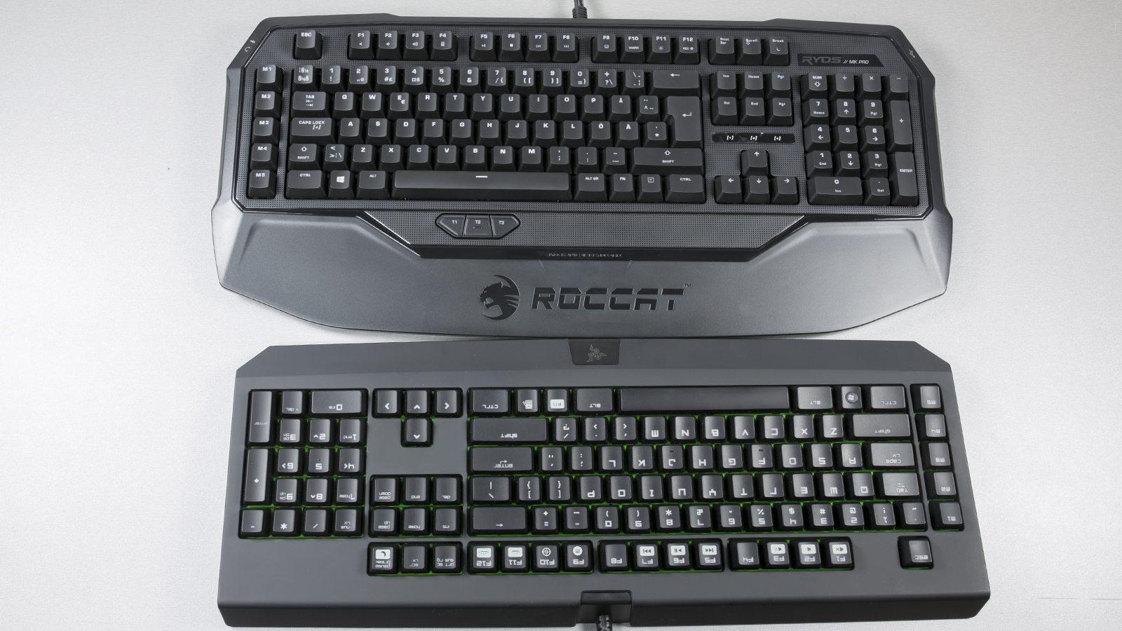 Roccat Ryos MK Pro ning Razer BlackWidow Ultimate klaviatuur kõrvuti