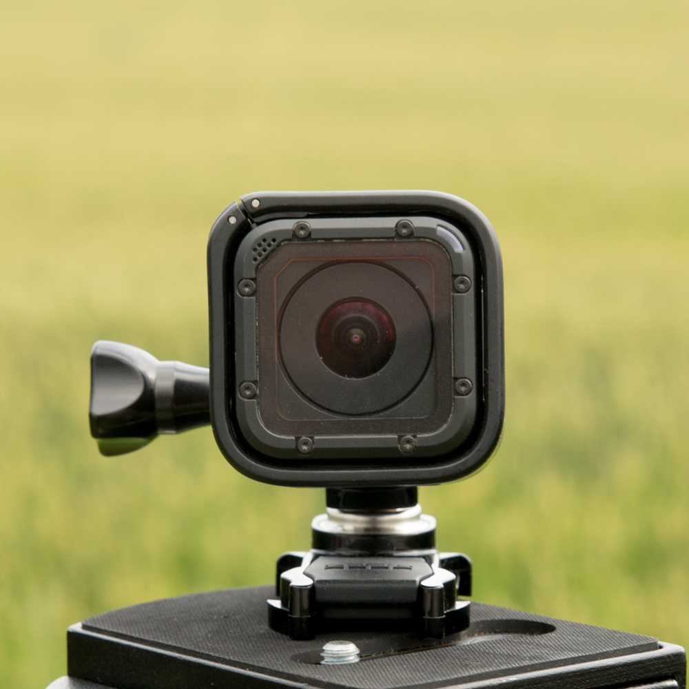 """65df5d87a13 ... on ka kaameral olev """"kasulik pind"""" piiratud – enam ei saa nii palju  erinevaid nuppe, ekraane jms lisasid korpusele mahutada. Kaamera eesmisel  küljel on ..."""