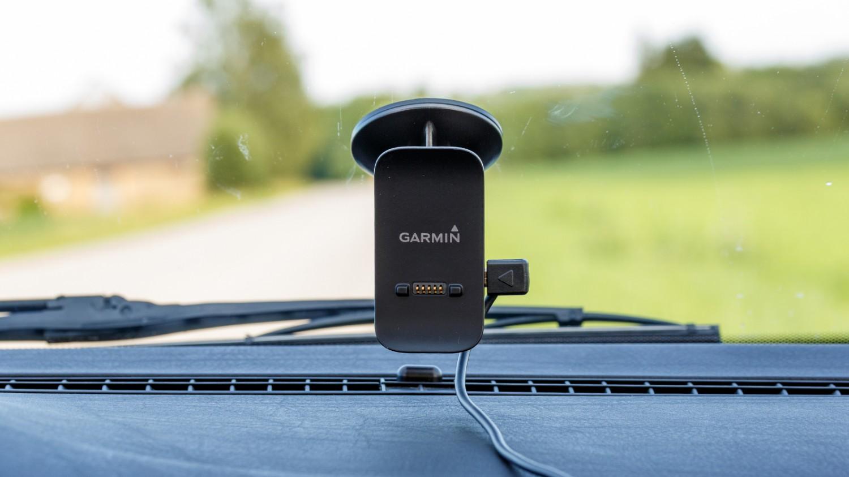 garmin-drive-024-kinnitus-luxe