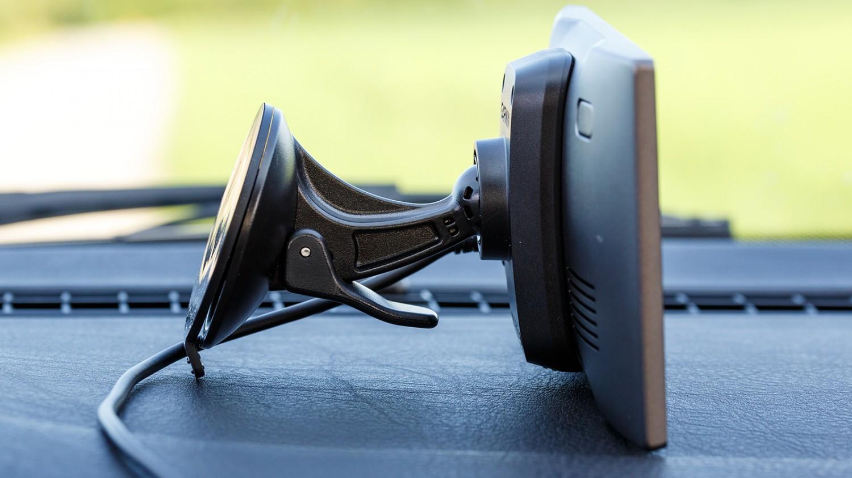 garmin-drive-025-kinnitus-luxe
