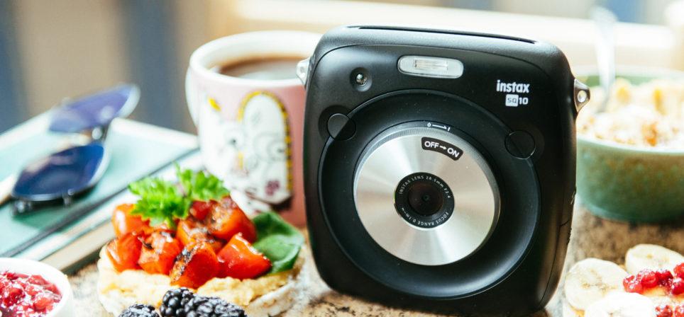Fujifilm Instax Square SQ10 kiirpildi kaameraga oled seltskonna hing