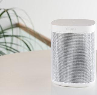 Hea häälega, kuid mitte väga nutikas Sonos One (Gen 2) kõlar