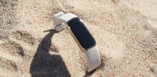 Fitbit Luxe on elegantne aksessuaar, mis jälgib aktiivsust ja tervist